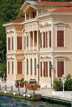 İstanbul yalıları - Waterfront houses of Bosphorus, Istanbul Turkish Architecture, Art And Architecture, Most Beautiful Cities, Beautiful Homes, Republic Of Turkey, Waterfront Homes, Historic Homes, Old Houses, Luxury Homes