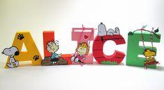 Letra 3D Snoopy decorada feita em papel especial com apliques.    VALOR POR LETRA    TEMOS VÁRIOS MODELOS DE LETRAS, CONSULTE.    FAZEMOS EM QUALQUER COR E TEMA.