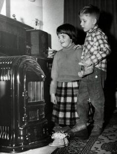 www.trondbargie.nl - - - - - - - Sinterklaas en Zwarte Piet - Je schoen zetten en een liedje zingen bij de kolenkachel, zo ging dat vroeger