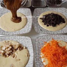 Hayırlı geceler 🤗 Bugün bir kek karışımıyla 4 çeşit birbirinden oldukça farklı kekler hazırladım 🙄 Bir tariften çeşit çeşit tatlar çıkarmayı seviyorum ☺ Hem sunum tabağında çeşitlilik olarak çok güzel oluyorlar hem de hepsinin tadına birden varabiliyorsunuz 😀 🥕Havuçlu tarçınlı kek 🍌Muzlu çikolatalı kek 🌰Tahin-pekmezli fındıklı kek 🍫Çikolata parçalı kek Siz hangisini tercih edersiniz 🤗 Bu kalıplarıma da bayıldım bu arada mini mini baton kalıplar tam bir pastane usulü oldu 😁 Teflon…