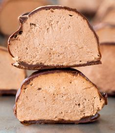 These cream cheese bombs are easy to make and impossible to resist! Cream Cheese Fat Bombs 3 Ingredients Low Carb Sugar Free Gluten Free NO BAKE They melt in… Keto Chocolate Cake, Chocolate Bomb, Chocolate Recipes, Chocolate Covered, Vegan Chocolate, Chocolate Chips, Bacon Cream Cheese Bombs, Cream Cheese Ball, Keto Snacks