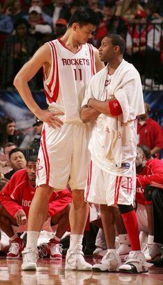 Houston Rockets Tracy McGrady and Yao Ming Houston Rockets Basketball, Basketball Pictures, Basketball Legends, Basketball Uniforms, Love And Basketball, Football And Basketball, Basketball Players, Basketball Court, College Basketball