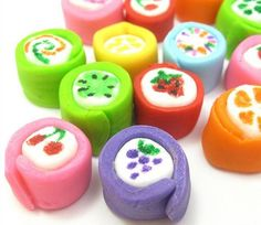 Marshmallow Japanese candy -- mini marshmallows dressed up with fondant and food coloring pens to look like Japanese candy. Japanese Snacks, Japanese Candy, Japanese Sweets, Japanese Style, Japanese Sushi, Marshmallow Treats, Mini Marshmallows, Yummy Treats, Sweet Treats