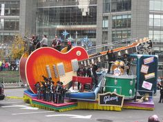 Gibson Float - Jimmy Fallon and the Roots,  Macys Thanksgiving Day Parade! 2013