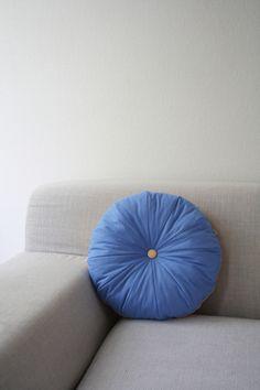 *cream donut* pouf / kobaltblau pfirsich / mini von detailS auf DaWanda.com