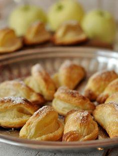 Ekspresowe całuski z ciasta francuskiego - Damsko-męskie spojrzenie na kuchnię Pretzel Bites, Bread, Food, Cakes, Cake Makers, Brot, Essen, Kuchen, Cake