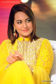 Sonakshi-sinha-in-yellow-dress-(1)