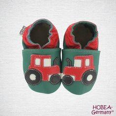 Krabbelschuhe Traktor für Jungen aus Leder von HOBEA-Germany. Baby Lederpuschen für Jungs von HOBEA entdecken: https://www.hobea.de/krabbelschuhe-jungs-von-hobea-germany/a-4027/ Babyschuhe | Leder | moccasins | babymoccs | Babyshoes | Krabbelpuschen | Traktoren | Jungenschuhe