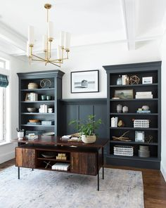 If you choose to make a home office, don't forget to put a lot of thought and details into the design. The idea is a home office that will provide home comfort with workplace functionality. Home Office Space, Home Office Design, Home Office Decor, Office Designs, Small Office, Home Office Lighting, Office Ceiling, Navy Office, Modern Office Decor