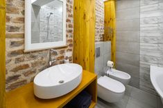 Bagni piccoli: 15 soluzioni per una ristrutturazione moderna! Ispiratevi Toilet, Sink, Home Decor, Chromotherapy, Houses, Trendy Tree, Sink Tops, Flush Toilet, Toilets