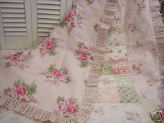 Visit our website stimulated shabby chic bedding boho Shabby Sheek Decor, Chabby Chic, Shabby Chic Pink, Shabby Chic Cottage, Shabby Chic Quilt Patterns, Shabby Chic Quilts, Quilt Patterns Free, Bargello Quilts, Rag Quilt