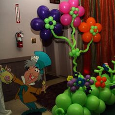 """Every """"Alice in Wonderland"""" party needs awesome balloons to match!  www.partyfiestadecor.com"""
