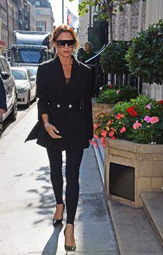 Victoria Beckham Vogue, Victoria Beckham Style, Vogue Fashion, New York Fashion, Stirrup Leggings, Street Style Looks, European Fashion, Simple Outfits, Lounge Wear