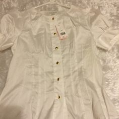 "NWT! BR short sleeve blouse NWT! White button up short sleeve blouse from Banana Republic. Size Medium P. Laying flat arm pit to pit is 19"" and 24"" in length Banana Republic Tops Blouses"