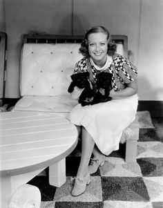 Pictures: Actresses with animals (2) Joan Crawford