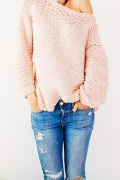 Peachy Keen Oversize Knitted Sweater | A great sweater knitting pattern for beginners.