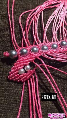 点击查看原图 Beaded Necklace Patterns, Crochet Necklace, Bracelet Tutorial, Friendship Bracelets, Diy, Jewelry, Ideas, Necklaces, Bricolage