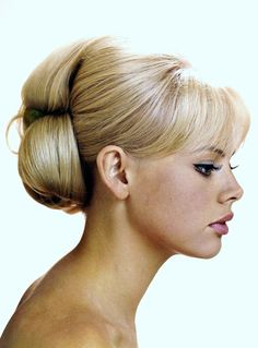 Britt Ekland with a gorgeous blonde #bouffant hairstyle.