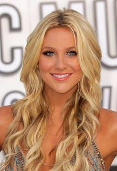 Her blond color is just warm enough, just platinum enough, and could her beach waves be styled more perfectly?