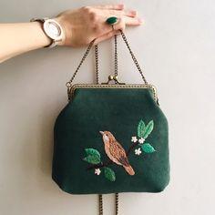 Embroidered Purses Mart Bag on Etsy See our or tags Diy Embroidery Bags, Embroidery On Clothes, Diy Bags Purses, Diy Purse, Fabric Handbags, Fabric Bags, Embellished Purses, Frame Purse, Vintage Purses