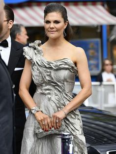 Crown Princess Victoria took co=ordination to the max, pairing all her accessories to the colour of her dress.