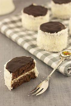 "Ruske kape – šubare / ""Russian hats"" – buttercream mini cakes with coconut – Sweet Corner Jasenka Russian Desserts, Russian Recipes, Sweet Desserts, Sweet Recipes, Dessert Recipes, Mini Cakes, Cupcake Cakes, Cupcakes, Bean Cakes"