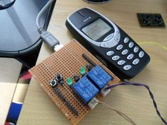 Gadget Officer: Hacking the Nokia 3310 as a cheap Arduino SMS Shield Hobby Electronics, Electronics Projects, Iot Projects, Arduino Wireless, Diy Tech, Raspberry Pi Projects, Phone Hacks, Home Automation, Cool Gadgets