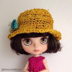 Romantic hat for Blythe doll, sombrero para muñeca, cappello per bambola di MissLittleBlythe su Etsy https://www.etsy.com/it/listing/292070117/romantic-hat-for-blythe-doll-sombrero