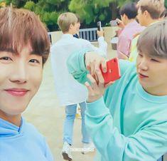 -Sope Texting AU- Where lil' bottom Yoongi somehow gets the godly-l… Fanfiction Jung Hoseok, Kim Namjoon, Kim Taehyung, Seokjin, Bts Suga, Bts Bangtan Boy, Jhope, K Pop, Fanfiction