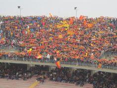 Via del Mare. Estadio propiedad de la ciudad de Lecce y casa del US Lecce, capacitado para 40.000 personas y abierto desde 1966.