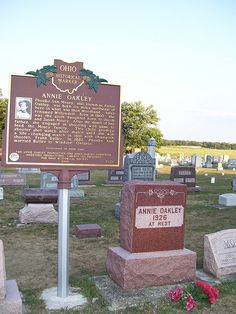 Annie Oakely I actually met her years ago when she was traveling from town to… Cemetery Monuments, Cemetery Statues, Cemetery Headstones, Old Cemeteries, Cemetery Art, Graveyards, Unusual Headstones, Famous Tombstones, Annie Oakley