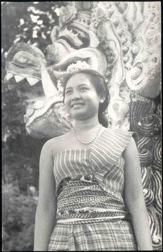 indonesia, BALI, Beautiful Native Dancer, Necklace (1940s) www.BaliFloatingLeaf.com