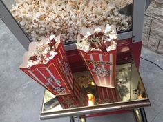 Pipoca sabor pizza calabresa Popcorn Maker, Finger Foods, Pastel, Kitchen Appliances, Recipes, Popcorn Recipes, Gourmet Popcorn, Simple Woodworking Projects, Snacks