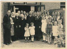 Koperen bruiloft 13 juli 1944, in de tuin in Santpoort