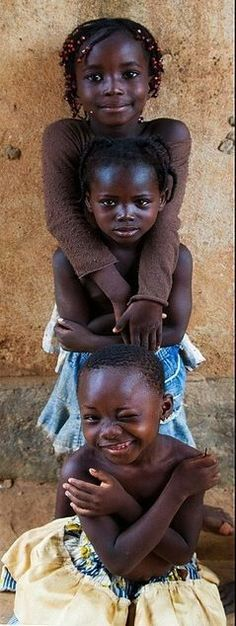 A stack of cuties in Burkina Faso. Burkina Faso, also known by its short-form name Burkina, is a landlocked country in West Africa. Precious Children, Beautiful Children, Beautiful Babies, Beautiful People, Kids Around The World, People Of The World, Tanz Poster, Sweet Pictures, Smile Pictures