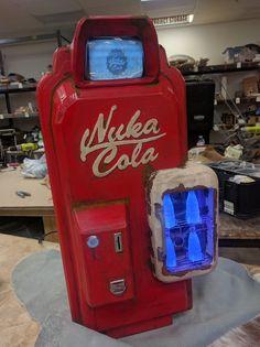 I Made a Nuka Cola Vending Machine PC Case (#QuickCrafter)