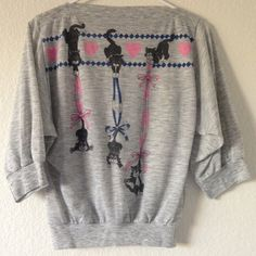 vintage cat batwing sweater cut lil 3/4 sleeve heathered batwing pullover sweatshirt with a boat neck and a unique cartoon kitten decoration with hearts and bows. I think this was originally a kids sized shirt but it fits me as a small and could work best for xs to small sizes Vintage Sweaters