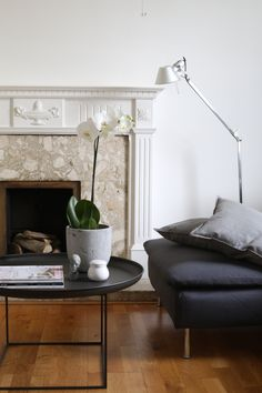 living room lamp artemide tolomeo lettura design table duke danish scandinavian irish home interior flowers orchid white by Kasia Pohl Scandinavian Interior Design, Scandinavian Living, Home Living Room, Living Room Designs, Interior Design Principles, Room Lamp, Interior Architecture, Design Table, Danish