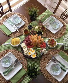 Lunch Table Settings, Breakfast Table Setting, Food Table Decorations, Food Decoration, Breakfast Presentation, Food Presentation, Dining Table Decor Everyday, Food Art For Kids, Food Garnishes