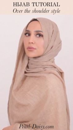 Hijab Styles 806425877014471597 - How to wrap the hijab for an over the should look using the everyday hijab from Pearl Daisy, styled by Amena Khan Source by Modern Hijab Fashion, Street Hijab Fashion, Hijab Fashion Inspiration, Muslim Fashion, Mode Inspiration, Hijab Casual, Stylish Hijab, Hijab Chic, Turban Mode