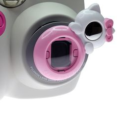 Additional self shoot mirror let you take pictures by yourself. This Fuji Instax Self Shoot Mirror is so adorable.