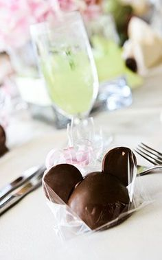 15 Ideas for Disney Wedding Favors | WedPics - The #1 Wedding App