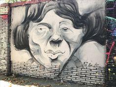 En el #Poblenou #Barcelona (calles Selva de Mar con Perú) hay una #EsquinaMagica donde #grafiteros de todas clases y lugares vienen periódicamente a mostrarnos su arte. Los vecinos de la zona cada cierto tiempo venimos a disfrutar de sus obras. Les dejo algunas. #StreetArt #Graffiti