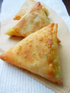 Culinary Couture: Potato Samosas (with rice paper for gluten-free) Indian Snacks, Indian Food Recipes, Asian Recipes, Kenyan Recipes, Nepalese Recipes, Spicy Recipes, Vegetarian Recipes, Cooking Recipes, Ovo Vegetarian