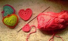 Best crochet heart pattern ever (in Dutch) Cute Crochet, Crochet Motif, Crochet Yarn, Crochet Flowers, Crochet Patterns, Crochet Hearts, Crochet Ideas, Crochet Instructions, How To Purl Knit