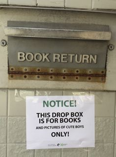 16 hilarious signs that prove libraries are the greatest Library Memes, Library Books, My Books, Library Quotes, Library Ideas, Library Displays, Book Displays, Box Signs, Jorge Luis Borges