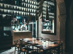 The fanciest neighborhood in the city also hosts some of the best places to eat in Lisbon. Here are the best restaurants in Chiado. Visit Lisboa, Tourist Office, Best Places To Eat, Lisbon, Fine Dining, Trip Advisor, The Good Place, Good Things, Restaurant Bar