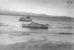 Modesta Victoria, Lancha Cruz del Sur y restos del muelle de Bariloche después del Lagomoto, 22.05.1960 (Col. Luelmo en Archivo Visual Patagonico)