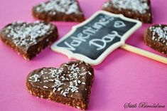 SÜTIK BIRODALMA: Valentin napi desszert: Csokis kekszsüti / Valentine's Day dessert: Chocolate biscuit Naan, Nutella, Cookies, Chocolate, Food, Crack Crackers, Biscuits, Essen, Chocolates