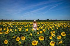 Elaisha Jade visits Edward's Farm Store in Innisfi Ontario with Ford Canada and gives her tips and tricks for how to live your best life with her favourite Life Hacks! Sunflower Fields, Ontario, Life Is Good, Photo Shoot, Life Hacks, Canada, Adventure, Mountains, Travel